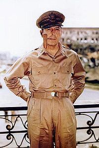 200px-Douglas_MacArthur_smoking_his_corncob_pipe.jpg