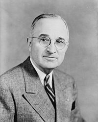 200px-Harry_S_Truman,_bw_half-length_photo_portrait,_facing_front,_1945.jpg